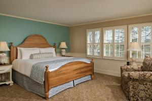 A bed or beds in a room at Chatham Wayside Inn