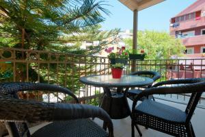 Rõdu või terrass majutusasutuses Egon Apartments