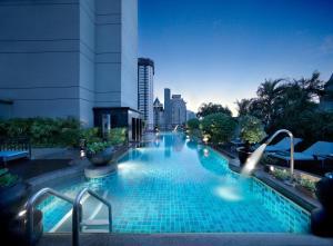 曼谷悅榕莊酒店游泳池或附近泳池