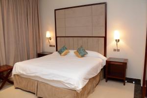 Cama ou camas em um quarto em Topaz Furnished Apartments