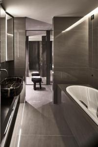 A bathroom at Hotel VIU Milan