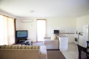A seating area at Echuca Moama Holiday Villas