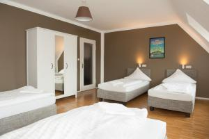 A bed or beds in a room at Five Reasons Hostel & Hotel