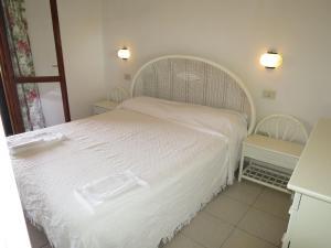 Letto o letti in una camera di Locazione Turistica Residence Porto Coda Cavallo-1