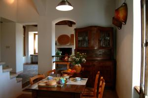 A restaurant or other place to eat at Un giardino nel tufo