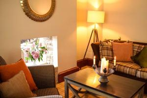 A seating area at Craigmhor Lodge & Courtyard