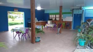 Um restaurante ou outro lugar para comer em Pension Ariitere Huahine