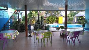 A piscina localizada em Pension Ariitere Huahine ou nos arredores