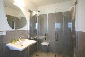 A bathroom at Nuova Opera Rooms