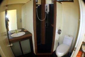 Ein Badezimmer in der Unterkunft Moonstone Studio