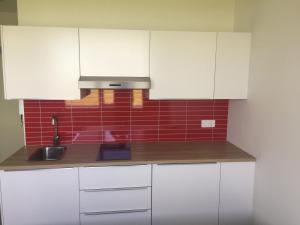 A kitchen or kitchenette at Ocean Beach Apartments