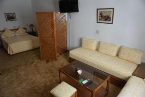 A seating area at Hotel Zelis