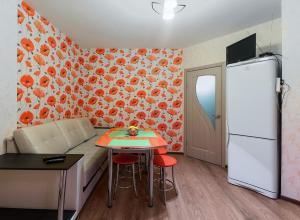 Кухня или мини-кухня в Apartment on Perevertkina 1/7