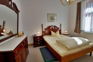 A bed or beds in a room at Altstadt Appartements