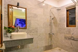 A bathroom at Fig Tree Boutique Villa