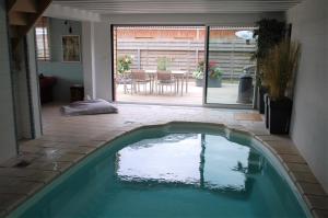 Het zwembad bij of vlak bij Le Domaine d'Herveloy