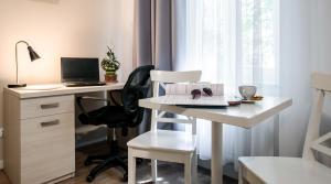 Televízia a/alebo spoločenská miestnosť v ubytovaní Apartamenty Platinia