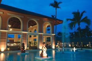 Piscina en o cerca de Majestic Colonial Punta Cana - All Inclusive