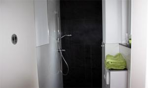 A bathroom at Gästehaus am Hattinger Rathaus