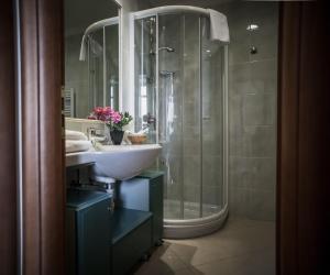 A bathroom at Lido Resort