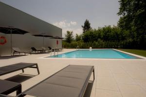 The swimming pool at or close to Primavera Perfume Hotel