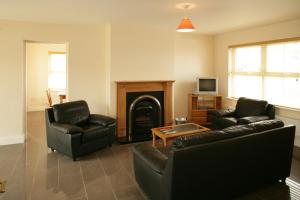 A seating area at Downings Coastguard Cottages - Type B-E