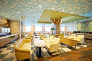 A restaurant or other place to eat at La'gent Hotel Tokyo Bay
