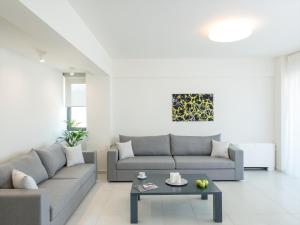 A seating area at Spring Apartments
