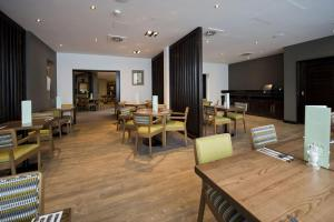 A restaurant or other place to eat at Premier Inn Heathrow Airport Terminal 4