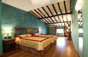 A bed or beds in a room at Hotel Duques de Najera