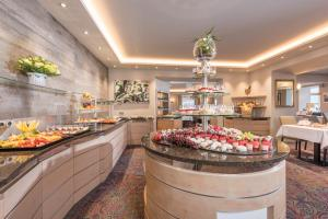 A restaurant or other place to eat at Aktiv Hotel Schweizerhof Kitzbühel