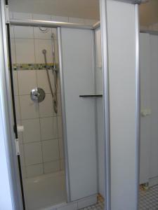 A bathroom at Jugendherberge Karlsruhe