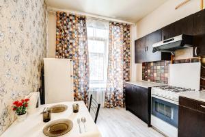 Кухня или мини-кухня в Apartments 4-aya Tverskaya-Yamskaya, 4