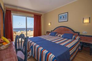 A bed or beds in a room at HOVIMA Jardin Caleta