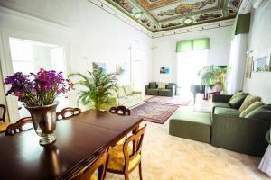 Area soggiorno di NapoliMia Hotel