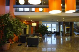 The lobby or reception area at Trans World Hotel Auefeld