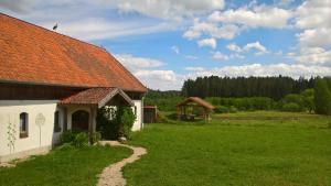 Ogród w obiekcie Jabłkowo- gospodarstwo agroturystyczne na skraju Puszczy Boreckiej