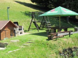 Gril dostupný pro hosty v horské chaty