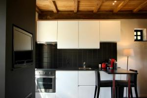 A kitchen or kitchenette at Huize Giselle