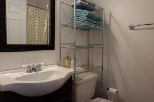 A bathroom at Aspen Inn Starry Night Suite
