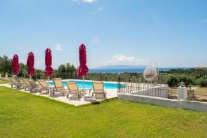 Het zwembad bij of vlak bij Elaias Gi Residence