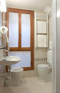 Salle de bains dans l'établissement Atlantide Hotel