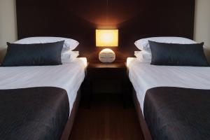 A bed or beds in a room at Renmark Holiday Apartments