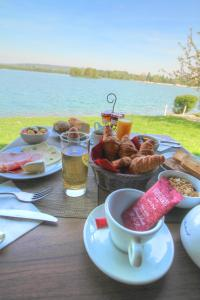 Breakfast options available to guests at Eden Park Hotel Restaurant