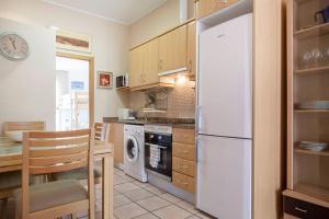 Una cocina o zona de cocina en CESTAS Apartment. WIFI