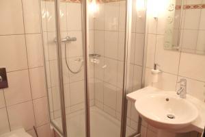 A bathroom at Hotel und Restaurant Eurohof