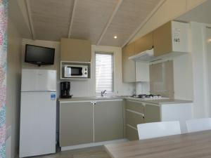 A kitchen or kitchenette at Camping le Royon