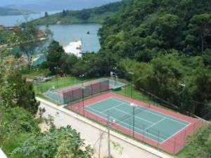 Tennis and/or squash facilities at Casa Paraíso or nearby