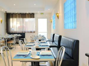 A restaurant or other place to eat at Hôtel Esprit d'Azur