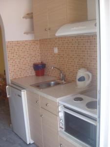 Ett kök eller pentry på Villa Kavourakia